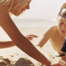 Rimini, famiglia in spiaggia